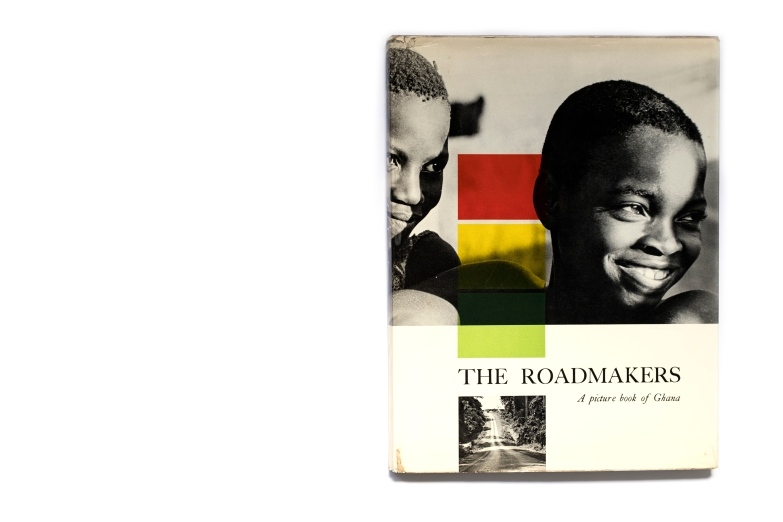 Title: The Roadmakers; A picture book of Ghana Photographer(s): Willis E. Bell Designer(s):  R. Marghieri Writer(s): Efua Sutherland Publisher: Ghana Information Services, Accra 1961 in association Newman Name Pages: 80 Language: French ISBN: – Dimensions: 24 x 31.5 cm Edition: – Country: Gabon