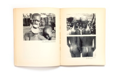 Title: Afrique Equatoriale Photographer(s): René Moreau Designer(s): - Writer(s): Jean D'Esme Publisher: Editions Duchartre, Paris (?) 1931 Pages: 88 pages textblocks, 152 photographic plates Language: Dutch, English and French ISBN: 9072971116 Dimensions: 22.5 x 28.8 cm Edition: Country: Cameroon, Congo, Chad and Gabon