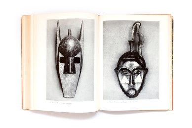 Title: African folktales and sculpture Photographer(s): Walker Evans, Eliot Elifson, and others. Designer(s): Andor Brown and E. McKnight Kauffer (jacket) Writer(s): Paul Radin (ed.) and James Johnson Sweeney Publisher: Pantheon / Bollingen Foundation Inc., New York 1952 Pages: 336 textblock followed by 165 photographic plates Language: English ISBN: Library of Congress Catalog Card No.: 52-10030 Dimensions: 31 x 23,5 cm Edition: – Country: Various Countries