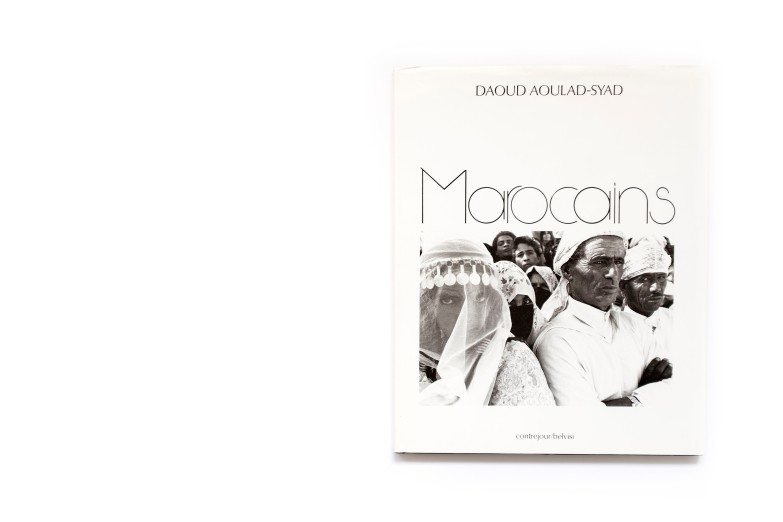 Title: Marocains Photographer(s): Daoud Aoulad-Syad Designer(s): – Writer(s): Abdelkebir Khatibi Publisher: Contrejour / Belvisi, Paris 1989 Pages: 172 Language: Dutch, English and French ISBN: 2-859-49092-2 Dimensions: 24 x 30 cm Edition: Country: Morocco