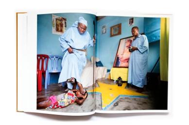 Title: Fleuve Congo River Photographer(s): Kris Pannecoucke Designer(s):Wim Sels Writer(s):Kris Pannecoucke, Isa Van Dorsselaer and Stephen W. Smith Publisher: Picha Publishing, Mortsel 2017 Pages: 288 Language:English, French ISBN:978-90-826666-0-1 Dimensions: 31.5 x 24.4 cm Edition: Country:Democratic Republic of Congo