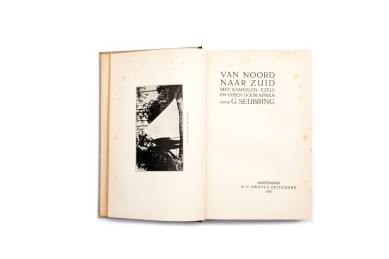 Title: Van noord naar zuid met kamelen, ezels en ossen door Afrika Photographer(s): G. Seubring Designer(s): – Writer(s): G. Seubring Publisher: N.V. Swets & Zeitlinger, Amsterdam 1930 Pages: Text block of 110 pages, 42 photographic plates Language: Dutch ISBN: – Dimensions: 16x24 cm Edition: – Country: Various countries