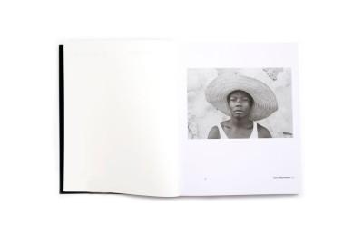 Title: Moçambique Photographer(s): José Cabral Designer(s):Joana Durães Writer(s): Alexandre Pomar and Drew Thompson Publisher: XYZ Books, Lisbon 2018 andAssociação Kulungwana, Maputo 2018 Pages: 176 Language:Portuguese and English ISBN: 978-989-99063-7-2 Dimensions:16.5 x 20.5 cm Edition: 800 Country:Mozambique