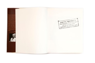 Title: Seydou Keïta Photographer(s): Seydou Keïta Designer(s): Hans Werner Holzwarth Writer(s): André Magnin, Youssouf Tata Cissé Publisher: Scalo, Zurich 1997 Pages: 286 Language: English ISBN: 3-931141-46-2 Dimensions: 24 x 29,5 cm Edition: – Country: Mali