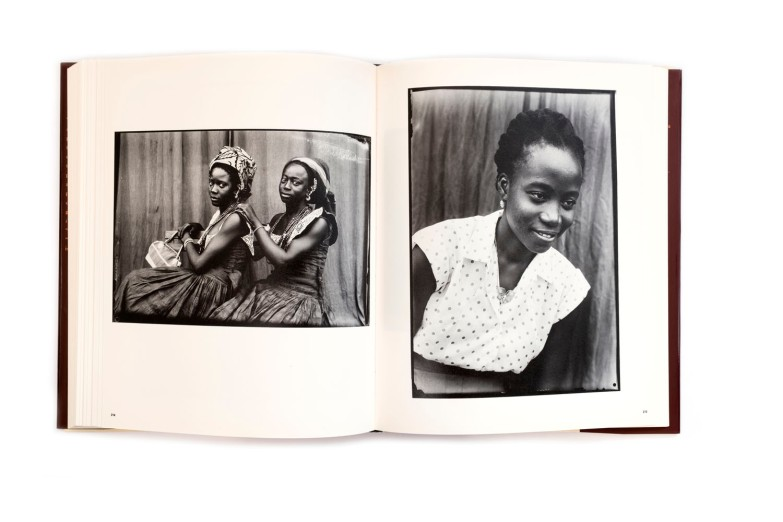 Title: Seydou Keïta Photographer(s): Seydou Keïta Designer(s): Hans Werner Holzwarth Writer(s): André Magnin, Youssouf Tata Cissé Publisher: Scalo, Zurich 1997 Pages: 286 Language: English ISBN: 3-931141-46-2 Dimensions: 24 x 29,5 cm Edition: – Country: Mali