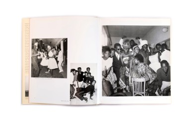 Title: Malick Sidibé Photographer(s): Malick Sidibé Designer(s): Hans Werner Holzwarth Writer(s): André Magnin,Malick Sidibé, Youssouf Doumbia, Panka Dembelé and Boubacar Traoré Publisher: Scalo, Zurich 1999 Pages: 184 Language: English ISBN:978-3931-1419-36 Dimensions: 24x29 cm Edition: Country: Mali