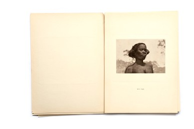 Title:Etnografia Angolana Photographer(s): Fernando Mouta Designer(s): – Writer(s):Fernandon Mouta Publisher: Litografia Nacional, Porto 1933 Pages: Portfolio containing 48 plates, a map and 10 page booklet Language:Portuguese, French and English ISBN: – Dimensions:25 x 34 cm Edition: Country:Angola Portfolio published for the 1st Colonial Exposition in Lisbon, 1934