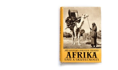 Title: Afrika snů a skutečnosti (Africa of dreams and reality) Photographer(s): Jiří Hanzelka and Miroslav Zikmund Designer(s): Václav Rein Writer(s): Jiří Hanzelka and Miroslav Zikmund Publisher: Naše vojsko, Prague 1957 Pages: 260 text pages and plates separated. Language: Czech ISBN: – Dimensions: 17 x 23.5 cm Edition: This edition is from 1957, although the first edition is from 1952/54. The trilogy was also published in German under the title Afrika, Traum und Wirklichkeit. Country: Various countries