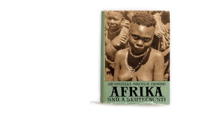 Title: Afrika snů a skutečnosti (Africa of dreams and reality) Photographer(s): Jiří Hanzelka and Miroslav Zikmund Designer(s): Václav Rein Writer(s): Jiří Hanzelka and Miroslav Zikmund Publisher: Naše vojsko, Prague 1957 Pages: 296 text pages and plates separated. Language: Czech ISBN: – Dimensions: 17 x 23.5 cm Edition: This edition is from 1957, although the first edition is from 1952/54. The trilogy was also published in German under the title Afrika, Traum und Wirklichkeit. Country: Various countries