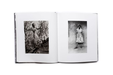Title: Commonplace Photographer(s): photographs from the Drummond-FyvieCollection and the NgilimaCollection Designer(s): Oliver Barstow Edit: Bronwyn Law-Viljoen Writer(s): Tamsyn Adams and Sophie Feyder Publisher: Fourthwall Books, Johannesburg 2016 Pages: 204 Language: English ISBN: 978-0-9922263-8-1 Dimensions: 22.5 x 26 cm Edition: - Country: South Africa