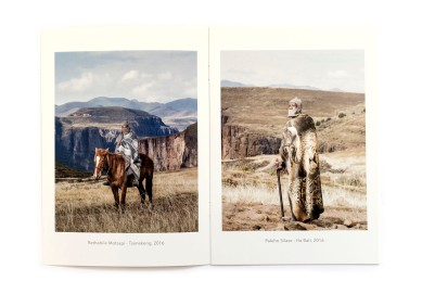 Title: The horsemen of Semonkong Photographer(s): Thom Pierce Designer(s): Thom Pierce Writer(s): Thom Pierce Publisher: self-published Pages: 10 Language: English ISBN: – Dimensions: 15 x 21 cm Edition: Country: South Africa