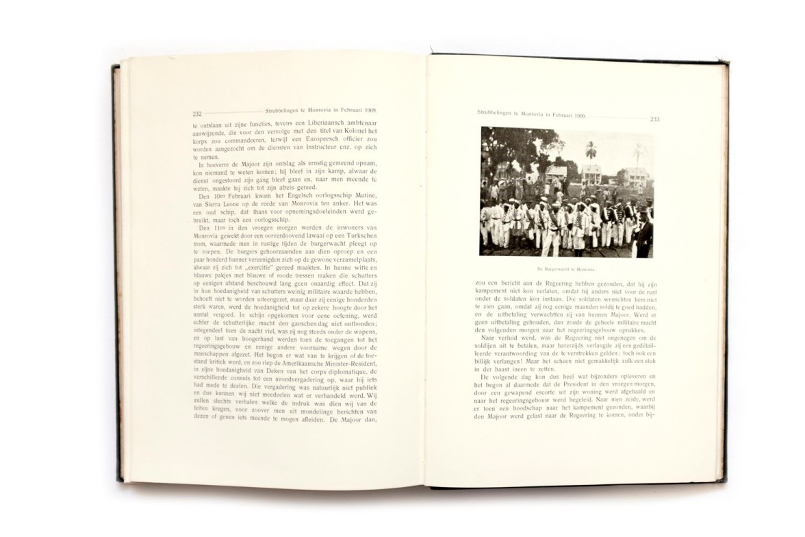 Title: Op expeditie met de Franschen. Reisherinneringen aan de Fransch-Liberiaanse grensregeling-expeditie in de jaren 1908 en 1909 Photographer(s): S. P. L'Honoré Naber andJ. J. Moret Designer(s): – Writer(s): S. P. L'Honoré Naber andJ. J. Moret Publisher: Mouton & Co., The Hague 1910 Pages: 244 with a map Language:Dutch ISBN: - Dimensions:18 x 25.5cm Edition: – Country:Liberia