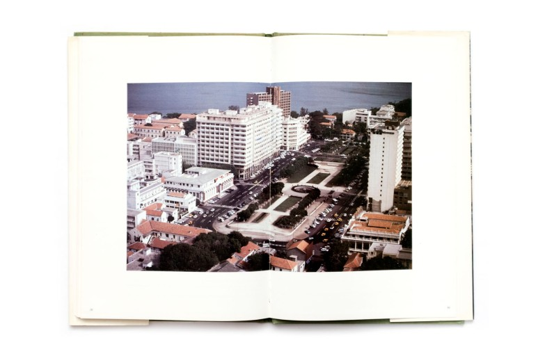 Title: Dakar Photographer(s): Boubacar Ba Doro Designer(s): –  Writer(s): President Mamadou Diop (preface) Publisher: S.P.T., Dakar 1980 (?) Pages: 104 Language: French and English ISBN: - Dimensions: 21 x 30 cm Edition: Country: Senegal