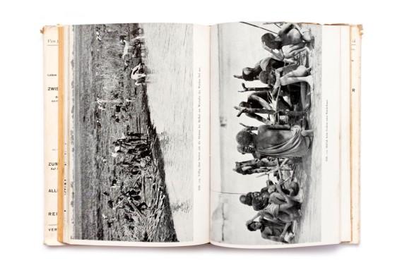 Title: Zwischen weissem Nil und Kongo Photographer(s): various photographers Writer(s): Hugo Adolf Bernatzik Designer(s): – Publisher: Verlag Anton Schroll & Co., Vienna 1943 Pages:70 text pages, 170 photographic plates Language:German ISBN: – Dimensions: 15.5 x 23 cm Edition: Country:Various countries