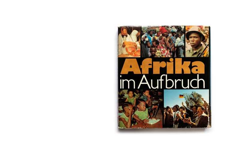 Title: Afrika im Aufbruch Photographer(s): various photographers (a.o. Th. Billhardt, K.-H. Bochow, K. -W. Bohle, G. Blutke, D. Forster, H. Glocke, G. Hammer) Writer(s): various photographers Designer(s): Hans-Jörg Sittauer Publisher: VEB F.A. Brockhaus Verlag, Leipzig 1980 Pages: 332 Language: German ISBN: – Dimensions: 27.5 x 30.5 cm Edition:  Country: various countries