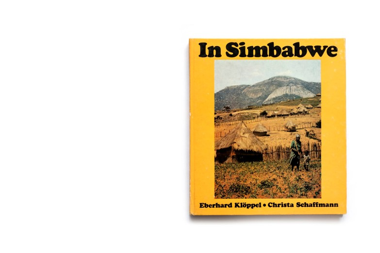 Title: In Simbabwe Photographer(s): Eberhard Klöppel Writer(s): Christa Schaffmann Designer(s): Peter Mauksch Publisher: VEB F. A. Brockhaus Verlag, Leipzig 1985 Pages: 160 Language: German ISBN: – Dimensions: 20 x 22.5 cm Edition: - Country: Zimbabwe