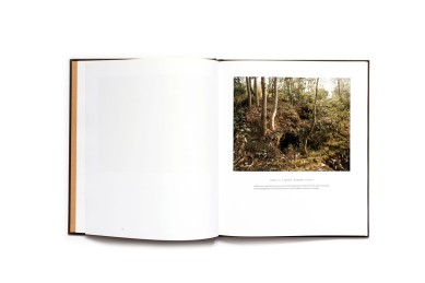Title: Rwanda 2004 Vestiges of a Genocide Photographer(s): Pieter Hugo Writer(s): Linda Melvern Designer(s): Damien Poulain Publisher: oodee, London 2011 Pages: 72 Language: English ISBN: 978-0-9570389-0-5 Dimensions: 24.5 x 28.5 Edition: 500 Country: Rwanda