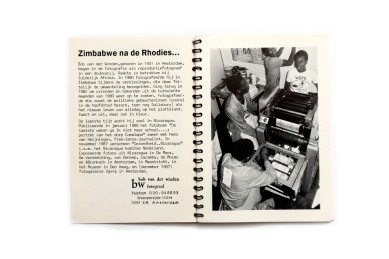 Title: Na de Rhodies Photographer(s): Bob van der Winden Designer(s): Bob van der Winden Writer(s): Bob van der Winden Publisher: Self published, Amsterdam 1987 Pages: 24, 12 photographic plates Language: Dutch ISBN:  Edition: Dimensions: 12 x 17 cm Country: Zimbabwe