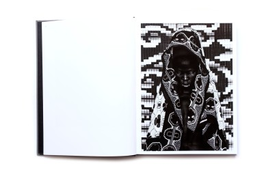Title: Somnyama Ngonyama, Hail the Dark Lioness Photographer(s): Zanele Muholi Designer: Duncan Whyte Writer(s): Renée Mussai, Unoma Azuah, Cheryl Clarke, Fariba Derakhshani, Sophie Hackett, M. Neelika Jayawardane, Mapula Lehong, Sindiwe Magona, Napo Masheane, Hlonipha Mokoena, Jackie Mondi, Deborah Willis, and Christie van Zyl Publisher: Aperture, New York 2018 Pages: 224, 100 tritone images Language: English ISBN: 9781597114240 Dimensions: 26,5 x 35,5 cm Edition: - CouTitle: Somnyama Ngonyama, Hail the Dark Lioness Photographer(s): Zanele Muholi Designer: Duncan Whyte Writer(s): Renée Mussai, Unoma Azuah, Cheryl Clarke, Fariba Derakhshani, Sophie Hackett, M. Neelika Jayawardane, Mapula Lehong, Sindiwe Magona, Napo Masheane, Hlonipha Mokoena, Jackie Mondi, Deborah Willis, and Christie van Zyl Publisher: Aperture, New York 2018 Pages: 224, 100 tritone images Language: English ISBN: 9781597114240 Dimensions: 26,5 x 35,5 cm Edition: - Country: South Africantry: South Africa