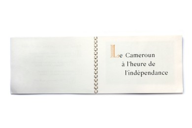Title: Indépendence Cameroun 1er Javier 1960 Photographer(s): Phototheque Nationale du Cameroun a Yaoundé, Atelier d'Art G. Prunet a Douala Designer(s): Georges Brient Writer(s): Foreword most probably by Prime minister Ahmadou Ahidjo Publisher: Secrétariat d'état a l'information du gouvernement Camerounais a Yaoundé, printed by Arts Graphiques Dollfus-Mieg & Cie, S.A., Mulhouse 1959  Pages: 62 Language: French ISBN: - Edition: - Dimensions: 27 x 18 cm Country: Cameroun