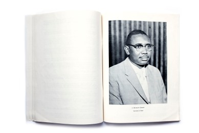 Title: Liberia Photographer(s):unknown Designer(s): unknown Writer(s):unknown Publisher:The Consulate of Liberia, Chicago 1967 (?) Pages: 14 Language:English ISBN: – Edition: – Dimensions: 21.7 x 28 cm Country: Liberia
