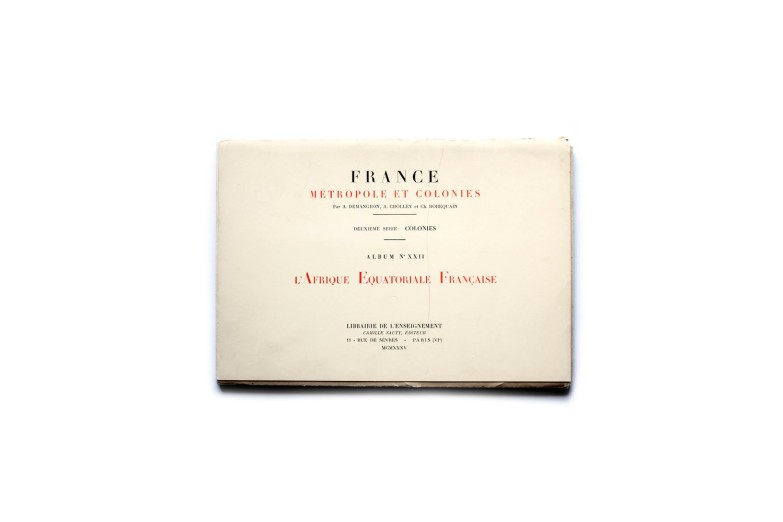 Title: France, Métropole et Colonies. Album XXII L'Afrique Equatoriale Française   Photographer(s): Collectif Designer(s): - Writer(s): - Publisher: Librairie de L'Enseignement, Paris 1935 Pages: Document folder containing two booklets and 30 gravure plates (No 631-660) Language: French ISBN: - Edition: First edition Dimensions: 29 x 20 cm Country: L'Afrique Equatoriale Française   (Cameroon, Tchad, France Congo, Gabon) This document folder is part of a large series of portfolios published under the title France, Métropole et Colonies. The series on the French colonies were the second called 'Colonies'.