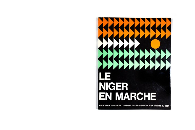 Title: Le Niger en marche Photographer(s):unknown, various photographers Designer(s): - Writer(s):- Publisher: Ministère de la défense et de la jeunesse du Niger Pages:120 pp. + a section of advertisements Language:French ISBN: - Edition: – Dimensions: 23 x 29cm Country:Niger