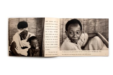 Title: Kana, prince of darkest Africa Photographer(s): - Designer(s): – Writer(s): Elizabeth K. Solem Publisher: Encyclopaedia Brittannica Press, Chicago/New York 1947 Pages: 40 Language: English ISBN: – Edition: - Dimensions: 25.5 x 19.5 cm Country: Rwanda From the film A giant people - The Watussi (1939)
