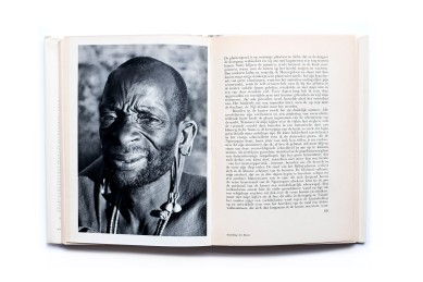Title: Zonen van Cham Photographer(s): Paul Julien Designer(s): unknown Writer(s): Paul Julien Publisher: Scheltens & Giltay, Amsterdam 1960 Pages: 244 pp Language: Dutch ISBN: – Dimensions: 19x26cm Edition: – Country: Tanzania