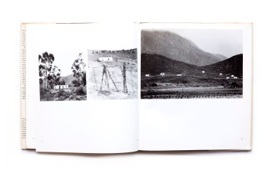 Title: Die Klein Karoo 'n legkaart Photographer(s): Paul Alberts Designer(s): G&G Writer(s): Abraham H. de Vries Publisher: Tafelberg - Uitgewers, Cape Town 1977 Pages: 56 pp Language: Afrikaans ISBN: 0 624 01004 X Dimensions: 22.5cm x 25cm Edition: – Country: South Africa