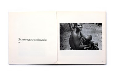 Title: African. A photographic essay on black women of Ghana & Nigeria Photographer(s): Joseph Franklin Designer(s): Colleen Redpath Writer(s): Joseph Franklin Publisher: Wallingford books, Sebastopol, 1977 Pages: 138 pp Language: English ISBN: 77-081456 (Library of Congress card number) Dimensions: 21.5 x 23.5 cm Edition: - Country: Ghana and Nigeria