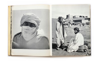 Title: Terre Marocaine Photographer(s):Mireille Horin-Barde Designer(s): – Writer(s): Mireille Horin-Barde Publisher: Ides et Calendes, Neuchâtel 1957 Pages:80 Language:French and English ISBN: – Dimensions:22 x 28,5 cm Edition: ? Country:Morocco