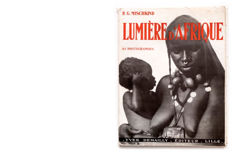 Title: Lumière d'Afrique Photographer(s): Raphaël-Georges Mischkind Designer(s):  Writer(s): Chef d'erat-major Général Leclerc Publisher: Yves Demailly, Lille 1948 Pages: 84 photographs, an geographical and ethnographical index and a fold-out map of West Africa Language: French and English ISBN: Dimensions: 24 x 31,5 cm Edition: 3000 with a deluxe edition of 100 copies containing 10 signed prints Country: French West Africa
