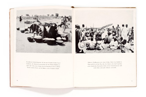 Title: Afrika wartet. Ein kolonialpolitisch Bildbuch Photographer(s): Helmut Blenck, K.H. Diesel, Kurt Kayser, Guth, A.E. Johann, Paul Lieberenz, Eva Mac Lean, Mauritius, Walter Mittelholzer, Karl Mohri, Johannes Paul, Werner Peiner, C. Schulte, Ilse Steinhoff, Carl Troll, Erns Weigt and several German kolonial archives Designer(s): Otto Emmerling Writer(s): Joachim Fernau, Kurt Kayser and Johannes Paul Publisher: Rütten & Loaning Verlag, Potsdam 1942 Pages: 112 pages Language: German ISBN: – Dimensions: 21 x 26,5 cm Edition:   Country: Various former German African colonies