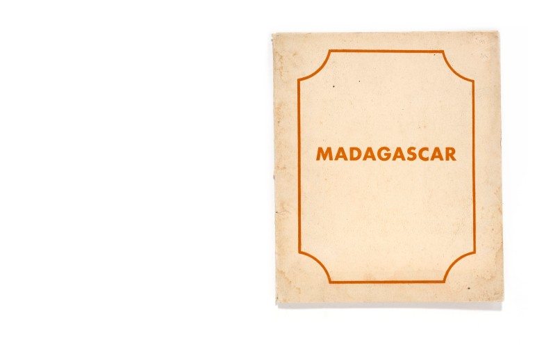 Title: Madagascar Photographer(s): unknown Designer(s): – Writer(s): - Publisher: Ministere de la France d'Outre-Mer, Paris 1953 Pages: Document map including text booklet, map and 12 loosely inserted photographs Language: French ISBN: - Dimensions: 20,5 x 25 cm Edition: Country: Madagascar