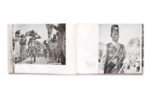 Title: A Portrait of Malawi Photographer(s): Douglas Chikwaka, Samuel Chirwa, R.P. Kumitawa, John Mawiga, O.J. Munthali, Ronald G. Wankama a.o. Designer(s): unknown Writer(s): unknown Publisher: The Government Printer, Zomba 1964 Pages: 120 Language: English ISBN: Dimensions: 25,5 x 19 cm Edition: Published on the occasion of Malawi Independence, 1964 Country: MalawiTitle: A Portrait of Malawi Photographer(s): Douglas Chikwaka, Samuel Chirwa, R.P. Kumitawa, John Mawiga, O.J. Munthali, Ronald G. Wankama a.o. Designer(s): unknown Writer(s): unknown Publisher: The Government Printer, Zomba 1964 Pages: 120 Language: English ISBN: Dimensions: 25,5 x 19 cm Edition: Published on the occasion of Malawi Independence, 1964 Country: Malawi
